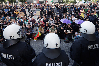 Protestors sit on a square on the second day of the G-20 summit in Hamburg, northern Germany, Saturday, July 8, 2017, where the leaders of the group of 20 met for two days. (AP Photo/Matthias Schrader)