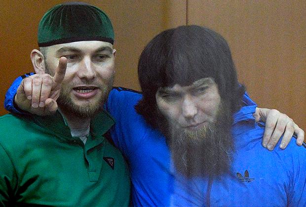 Шадид Губашев (слева) и Анзор Губашев (справа) в Московском окружном военном суде