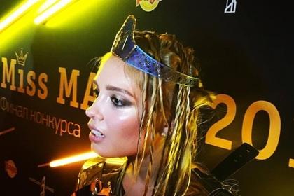 Российский ювелир увенчал Miss Maxim титановой короной в виде трусов