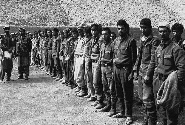 Пленные солдаты после падения Хоста