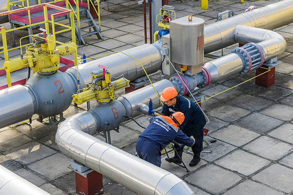 Employees from UkrTransGaz work on gas pipes during an anti-terrorism exercise held at the Opary underground gas storage facility operated by UkrTransGaz, a unit of NAK Naftogaz Ukrainy, in Lviv, Ukraine, on Tuesday, Sept. 30, 2014. The cease-fire in Ukraine that curtailed casualties for four weeks is starting to fray as pro-Russian insurgents continue to test the nerves of the military with targeted attacks, the government in Kiev said. Photographer: Vincent Mundy/Bloomberg via Getty Images