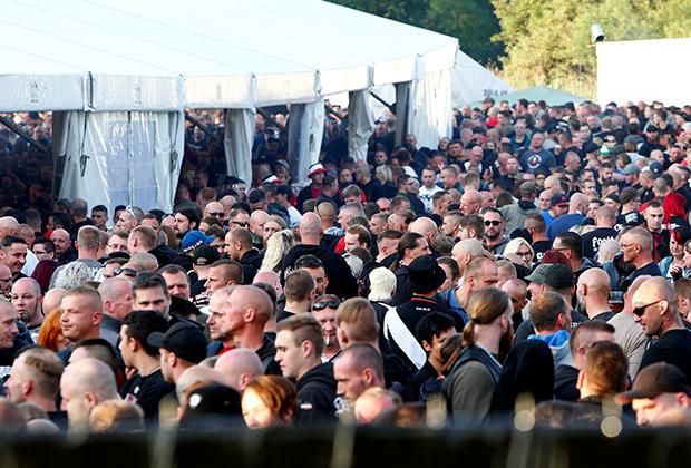 На музыкальный фестиваль пришли около 5 тысяч неонацистов