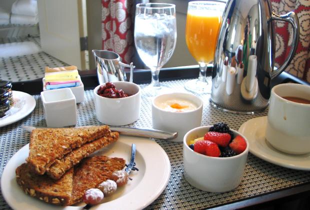 К завтраку прилагается бесплатная пресса