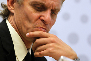 Oleg Tinkov, Chairman of Tinkoff Credit Systems, reacts during an interview with Reuters' journalists in Moscow September 25, 2012. REUTERS/William Webster (RUSSIA - Tags: BUSINESS PROFILE)