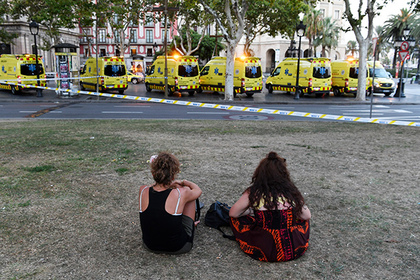 BARCELONA, SPAIN - AUGUST 17: People look toward the scene of a terrorist attack in the Las Ramblas area on August 17, 2017 in Barcelona, Spain. Officials say 13 people are confirmed dead and at least 50 injured after a van plowed into people in the Las Ramblas area of the city this afternoon.