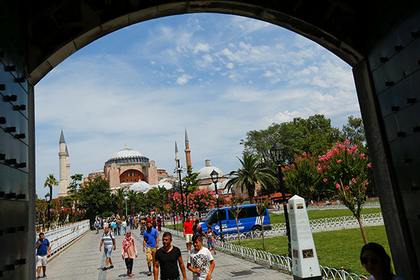 DATE IMPORTED:August 03, 2017Tourists walk at Sultanahmet square, with the Byzantine-era monument of Hagia Sophia or Ayasofya in the background, in Istanbul, Turkey, August 3, 2017. REUTERS/Murad Sezer
