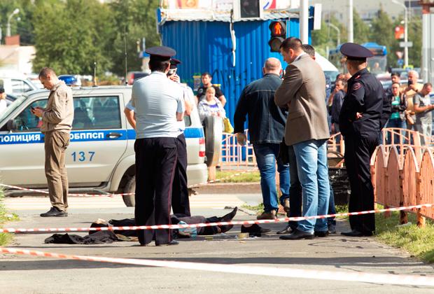 Полиция на месте нападения в Сургуте.