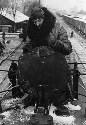 Нацистская пропагандистская открытка. Надпись на обороте: «Русская нефть на пути в Германию»