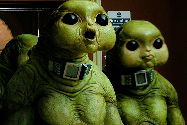 Комедия инопланетяне семья соседи или мусор секс с инопланетянкой