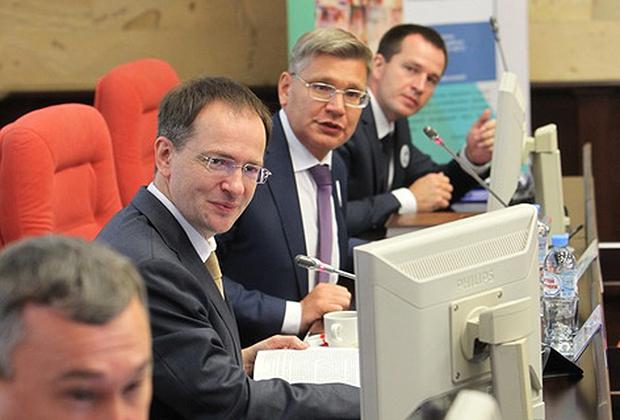 Владимир Мединский и Андрей Волков (в центре)