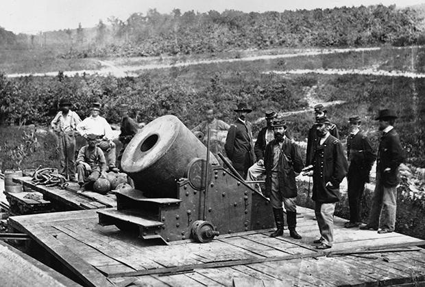 К осаде Питерсберга северяне привезли на специальной железнодорожной платформе 13-дюймовую мортиру «Диктатор»