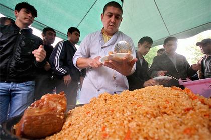 В Узбекистане приготовили самый большой в мире плов