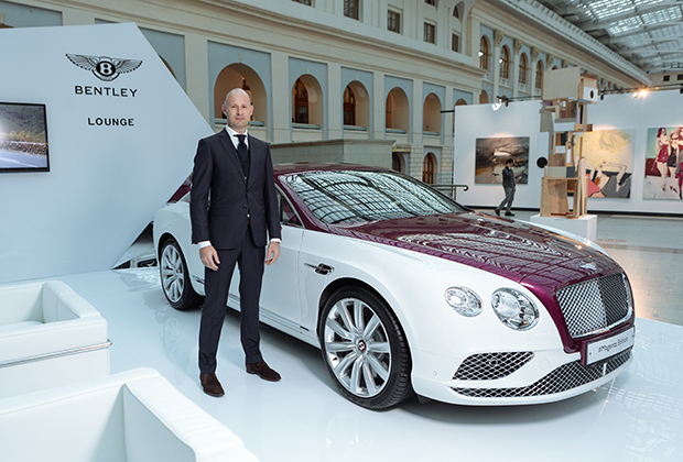 Марко ван Алтен и Bentley Continental GT V8 Magenta Edition