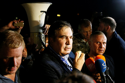 Former Georgian President Mikheil Saakashvili speaks after he and his supporters barged past guards to enter Ukraine from the Polish border, at a checkpoint in Shehyni, Ukraine September 10, 2017. REUTERS/Valentyn Ogirenko