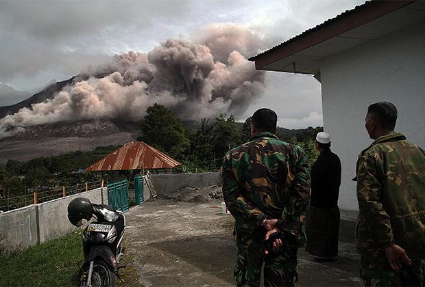 Извержение в Индонезии