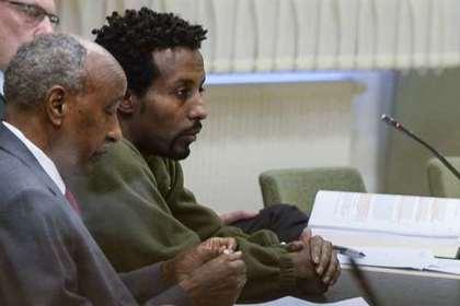 Зарезавший шведов беженец потребовал отпускать его из тюрьмы в McDonald's