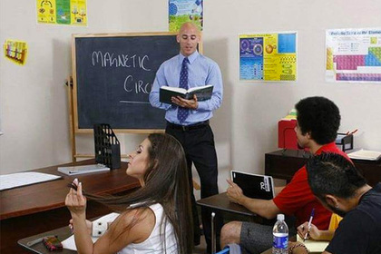 Россияне назвали любимым учителем лысого из Brazzers