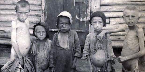 Голодающие дети в Бузулуке (Самарская губерния), 1921-1922 гг.