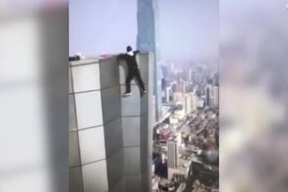 Смертельное падение руфера с высотки попало на видео