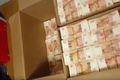 В спальном диване бухгалтера нашли 600 миллионов рублей