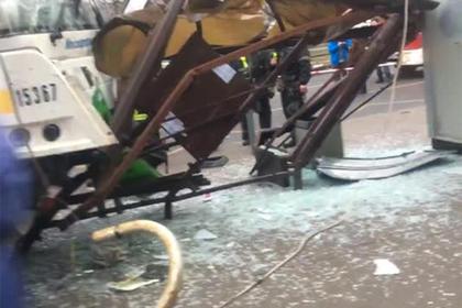 В российской столице автобус сбил людей наостановке около метро, есть жертвы