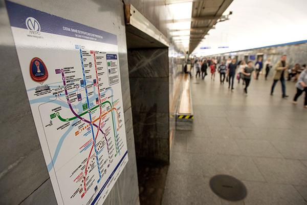 Эксгибиционист напугал мать с детьми в метро Петербурга