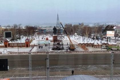 Названа возможная причина уничтожившего елку вЮжно-Сахалинске пожара