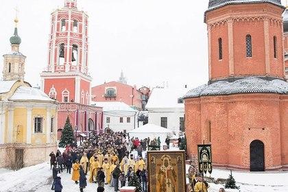Крестный ход в Высоко-Петровском монастыре