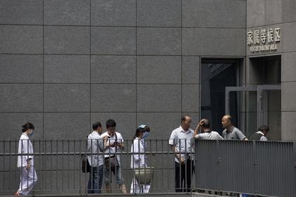 Врач в Китае отработала 18-часовую смену и умерла