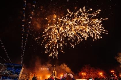 Севастополь встретил Новый год с гусарами и ледяной горкой