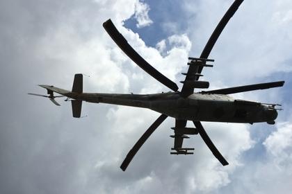 Российский ударный вертолет МИ-24 над аэродромом «Хмеймим» в Сирии