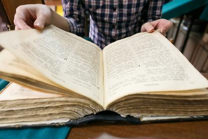 Девушка разбила ночью дверь библиотеки, чтобы взять книгу, которую срочно захотела прочесть