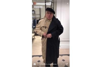 Евгений Петросян позабавился в модном пальто «дизайнера-гопника»