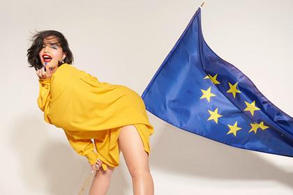 Британский модельер показала модель с флагом Евросоюза на заду