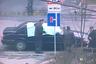 20 октября 1999 года в центре Санкт-Петербурга был убит депутат городского парламента Виктор Новоселов. Служебный «Вольво» депутата остановился на сигнал светофора на перекрестке Московского проспекта и улицы Фрунзе. В этот момент к машине подбежал киллер и прикрепил на крышу Volvo небольшую бомбу на магнитах. Когда он отбежал — прогремел взрыв, в результате которого Виктор Новоселов погиб на месте.  <br> <br> Это было не первое покушение на политика: его пытались убить в 1993 году, после чего Новоселов стал инвалидом и передвигался на коляске. Перед смертью депутат считался главным претендентом на пост главы парламента Санкт-Петербурга. Несколько лет спустя за исполнение и организацию убийства Новоселова были осуждены члены петербургской банды киллеров во главе с Олегом Тарасовым. Заказчиков преступления установить не удалось.