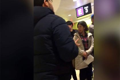 Пассажиры задержанного рейса подверглись травле за снятое видео