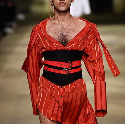 Дизайнерский дуэт Идена Лоуита (Eden Loweth) и Тома Барратта (Tom Barratt) называет себя «унисекс-брендом». Поэтому платья на их показах, как изысканные, так и кричащие, часто демонстрируют довольно брутальные мужчины.
