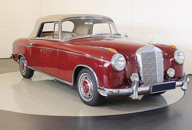 Достаточно редкий кабриолет в кузове W180, известном как «понтон» (с единой верхней линией передних и задних крыльев). Для своего времени это была очень резвая машина: ее максимальная скорость — 160 километров в час — была больше, чем у некоторых спорткаров 1950-х. Предлагается в Маастрихте, оценка — 100-130 тысяч евро.
