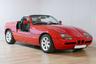 Достаточно редкая модель BMW — с 1988-го по 1991 годы было выпущено лишь около 8 тысяч экземпляров. Компактный (3,9 метра) родстер оборудован уникальными дверями — они сдвигаются вниз, под днище автомобиля. Лот выставлен в Маастрихте, оценка — 38-45 тысяч евро.