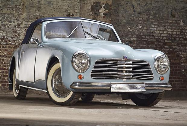 Люксовая версия одного из самых популярных французских семейных авто 1940-1950-х. Машина была слегка переделанным довоенным Fiat 508 C, но элегантный алюминиевый кузов ателье Pininfarina компенсировал не очень спортивную начинку. Лот выставлен в Маастрихте, оценка — 60-80 тысяч евро.