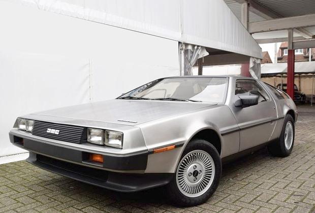 Тот самый автомобиль из «Назад в будущее» — и, если верить представителям аукционного дома, один из наиболее сохранных экземпляров на рынке. Оценка — 35-45 тысяч евро, предлагается на торгах в Маастрихте.