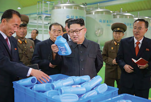Уважаемый высший руководитель Ким Чен Ын на Рёнъаксанском мыловаренном заводе