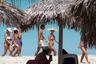 Насладиться Атлантическим океаном можно на пляжах знаменитого курорта Варадеро. Такой отдых можно назвать расслабляющим во всех смыслах. Но не переборщите с кубинским ромом и сигарами!