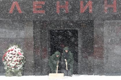 Путин сравнил Ленина в мавзолее с мощами святых