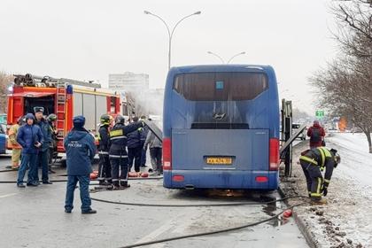 Ехавший к Деду Морозу автобус с детьми загорелся в Москве