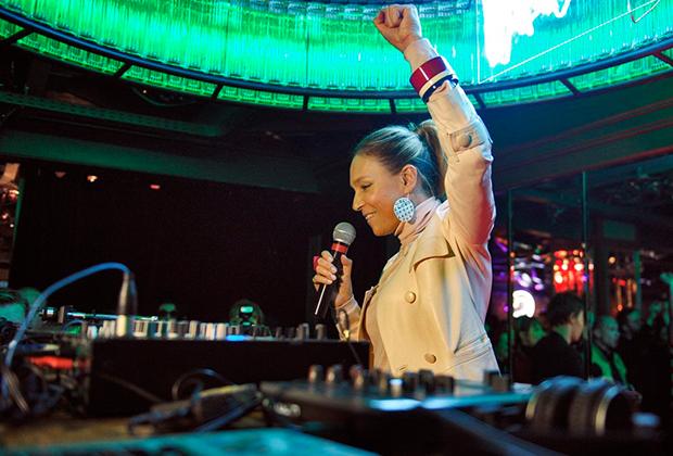 Главный редактор «Interview» Алена Долецкая на вечеринке в честь дня рождения журнала. Вечеринка прошла в баре «Стрелка».