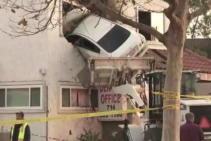 Водитель под наркотиками въехал во второй этаж поликлиники