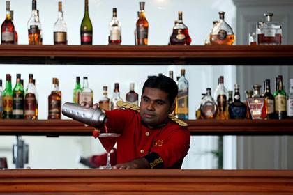 На Шри-Ланке женщинам разрешили и сразу запретили покупать алкоголь