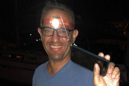 Рыбак утопил смартфон и случайно выловил его спустя два дня