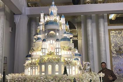 На свадьбе родственницы президента Казахстана съели полуторатонный торт